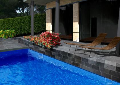 ajardinamiento de la piscina y terraza