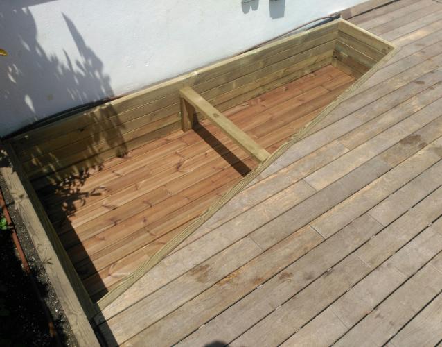 tarima y jardineras de madera a medida