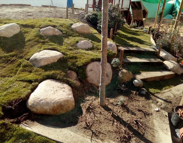 piedras escalar patio escuela