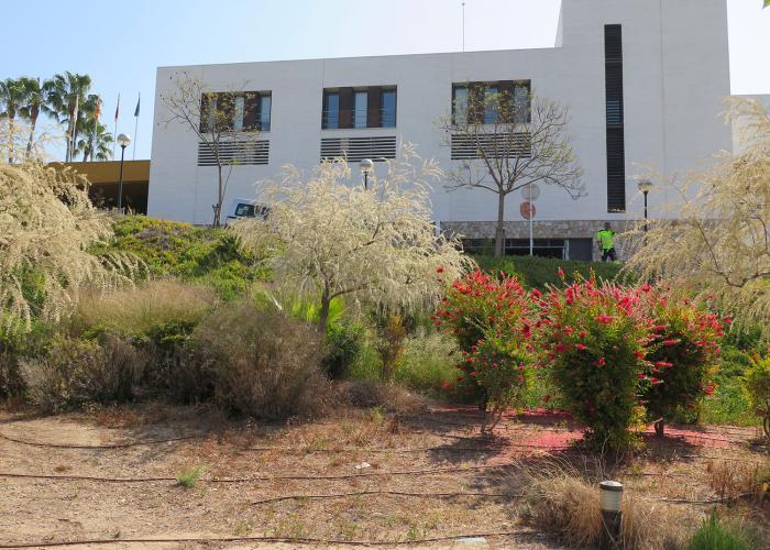 paisajismo del parque publico en Sitges
